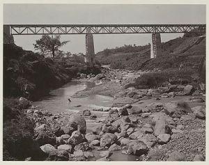 Spoorbrug over de Kali Koewas bij Temanggoeng in de lijn van Setjang naar Parakan1900